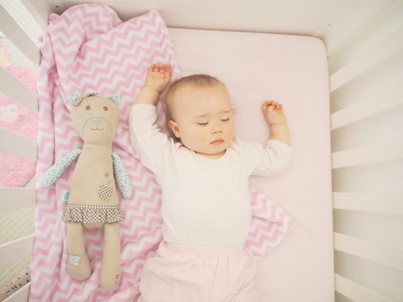 myhummy bear sleeping baby cot